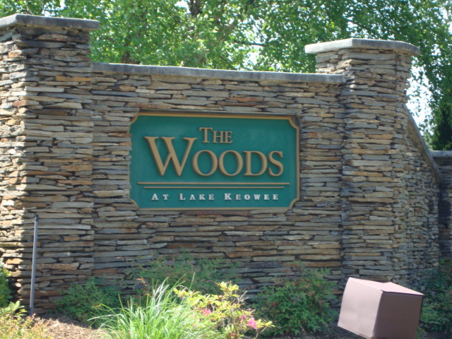 The Woods at Lake Keowee | Top Guns Realty on topo map of lake wateree, topo map of lake murray, topo map of lake lanier, topo map of lake chatuge, topo map of smith mountain lake, topo map of dale hollow lake, topo map of lake of the ozarks,