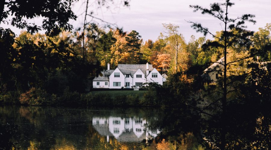Thinking About Purchasing a Vacation Home? Here's Why Fall is the Best Time to Buy a Lake Property